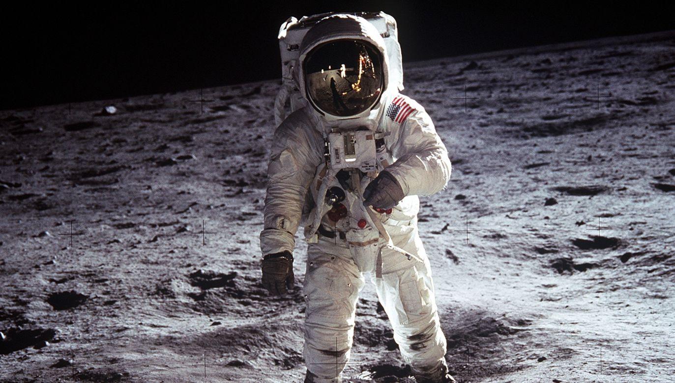 Buzz Aldrin na Księżycu sfotografowany przez Neila Armstronga. Według jednej z sowieckich teorii spiskowych lądowanie Amerykanów z 20 lipca 1969 r. było mistyfikacją. Fot. Wikimedia