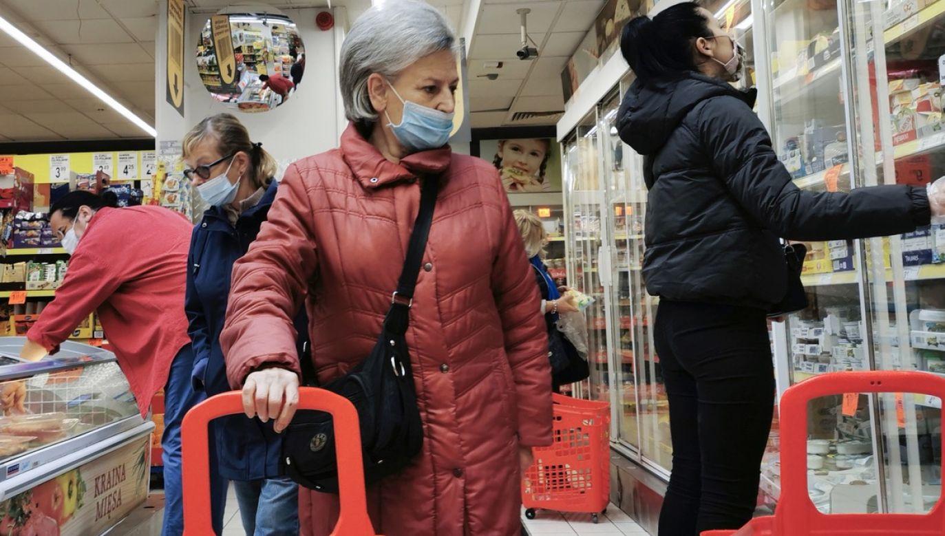 Z apelem zniesienia zakazu handlu w niedziele zwracają się do resortu różne środowiska (fot. Beata Zawrzel/NurPhoto via Getty Images, zdjęcie ilustracyjne)