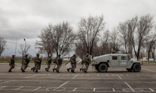 Kazachowie na poligonie nieopodal Ałmatów, rok 2017. Fot. REUTERS/Shamil Zhumatov