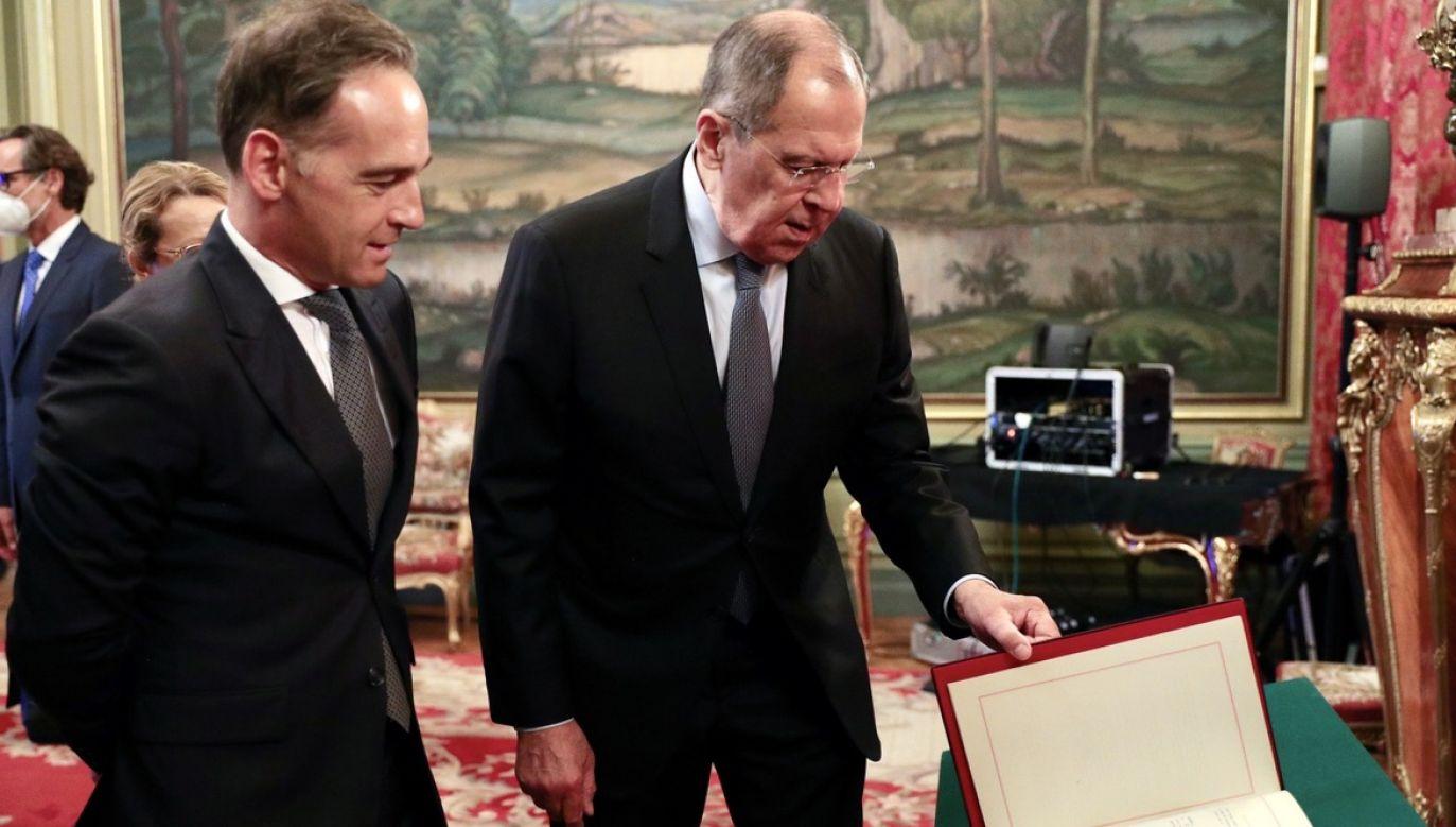 Na konferencji prasowej w Moskwie Maas wezwał też Białoruś do bezwłocznego uwolnienia zatrzymanych uczestników protestów powyborczych (fot. PAP/EPA/RUSSIAN FOREIGN MINISTRY)