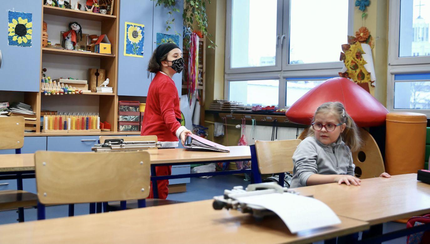 Szkoły nadal zamknięte dla uczniów (fot. arch.PAP/Łukasz Gągulski)
