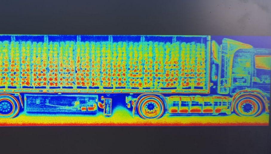 Prześwietlenie ciężarówki pozwoliło na odkrycie specjalnych skrytek (fot. CBŚP, KAS)