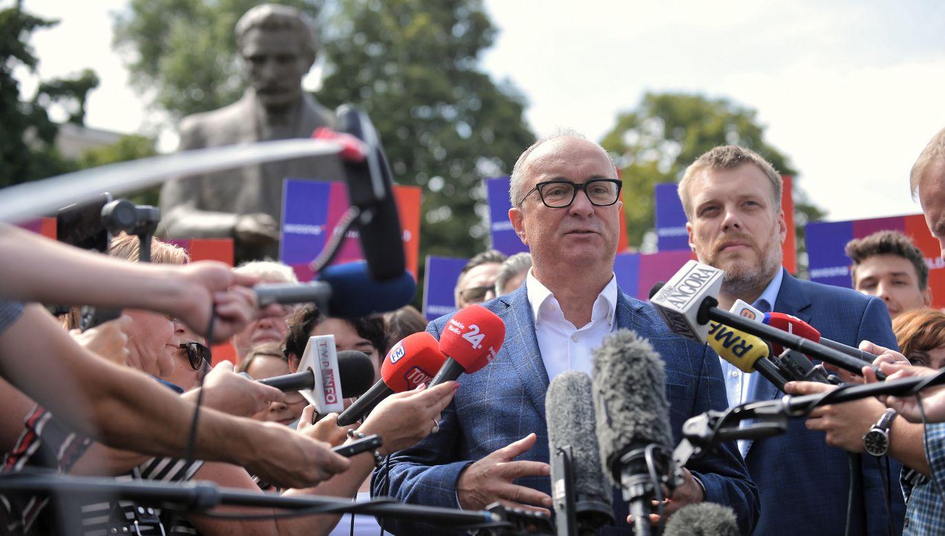 Komitet wyborczy lewicy jest co prawda nowy, ale i tak nazywa się SLD – zauważa Krzysztof Karnkowski (fot. PAP/Marcin Obara)