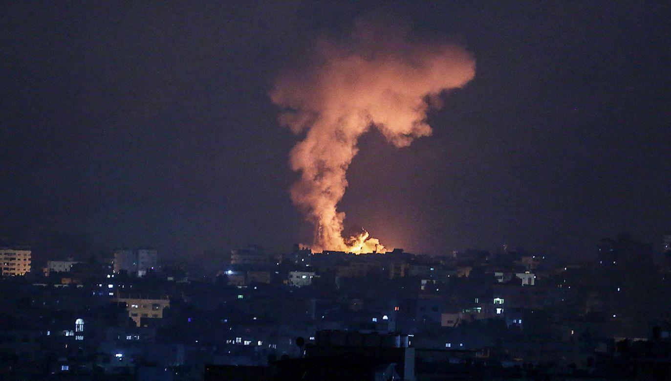 Izrael wystrzelił kilkaset pocisków na tereny w Strefie Gazy (fot. PAP/EPA/HAITHAM IMAD)