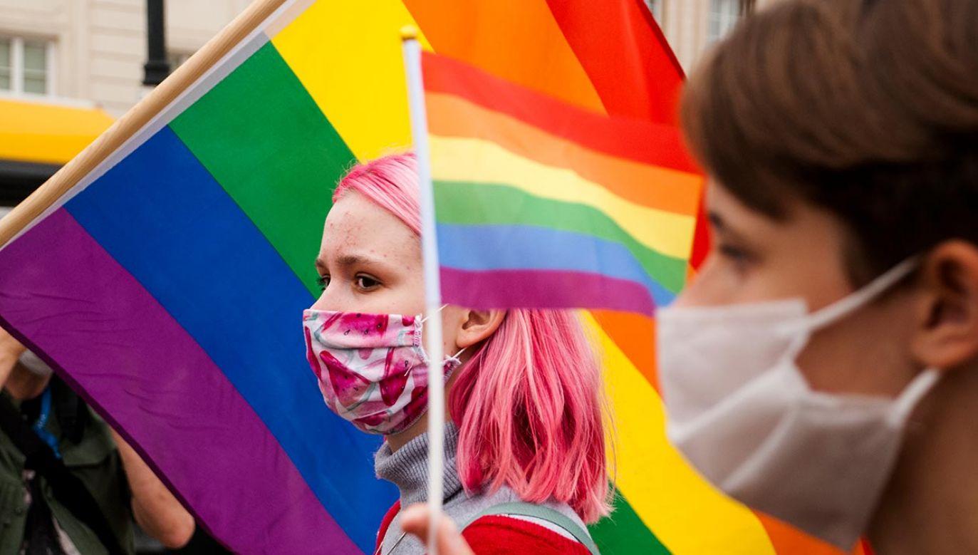 """Rada Gminy Istebna argumentowała, że chce chronić społeczność lokalną przed """"sztucznymi konfliktami, które niesie ze sobą ideologia »LGBT«"""" (fot. Piotr Lapinski/NurPhoto via Getty Images)"""