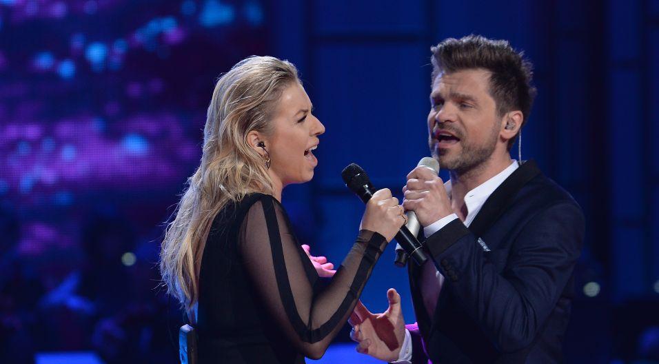 """Kiedyś piosenkę """"Ktoś między nami""""  śpiewali Anna Jantar i Zbigniew Hołdys, teraz przypomnieli ją Katarzyna Cerekwicka i Łukasz Zagrobelny (fot. I. Sobieszczuk/TVP)"""