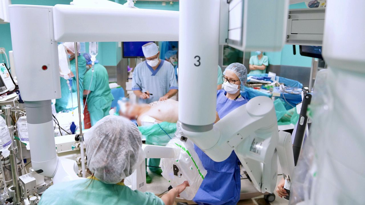 Szpital Wojewódzki w Gorzowie wykonuje zabiegi robotem w ramach NFZ (fot. arch.PAP/Leszek Szymański)