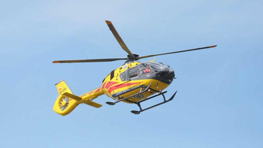Na miejsce zdarzenia skierowano dwa śmigłowce Lotniczego Pogotowia Ratunkowego (fot. PAP/Paweł Supernak)