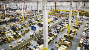 Amazon posiada obecnie w Polsce sześć nowoczesnych centrów logistyki e-commerce (fot. Beata Zawrzel/NurPhoto via Getty Images)