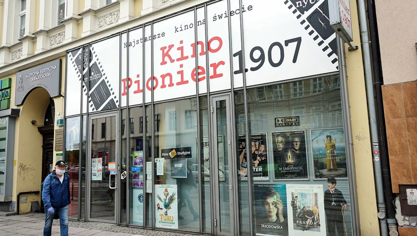 """Najstarsze kino świata """"Pionier"""" zostanie otwarte 19 czerwca br. w reżimie sanitarnym (fot. PAP/Marcin Bielecki)"""