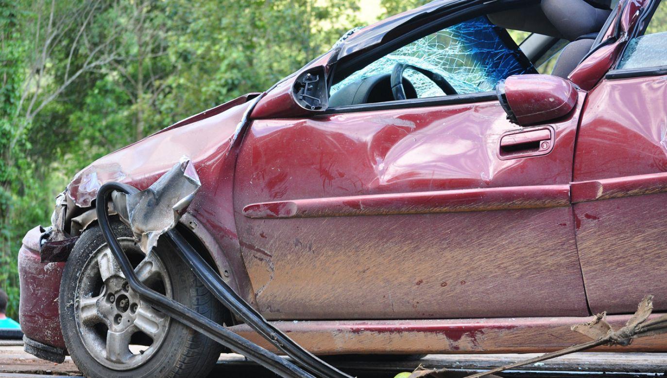 W pobliżu Kołobrzegu zderzyły się trzy samochody osobowe (zdjęcie ilustracyjne; fot. pixabay/NettoFigueiredo)