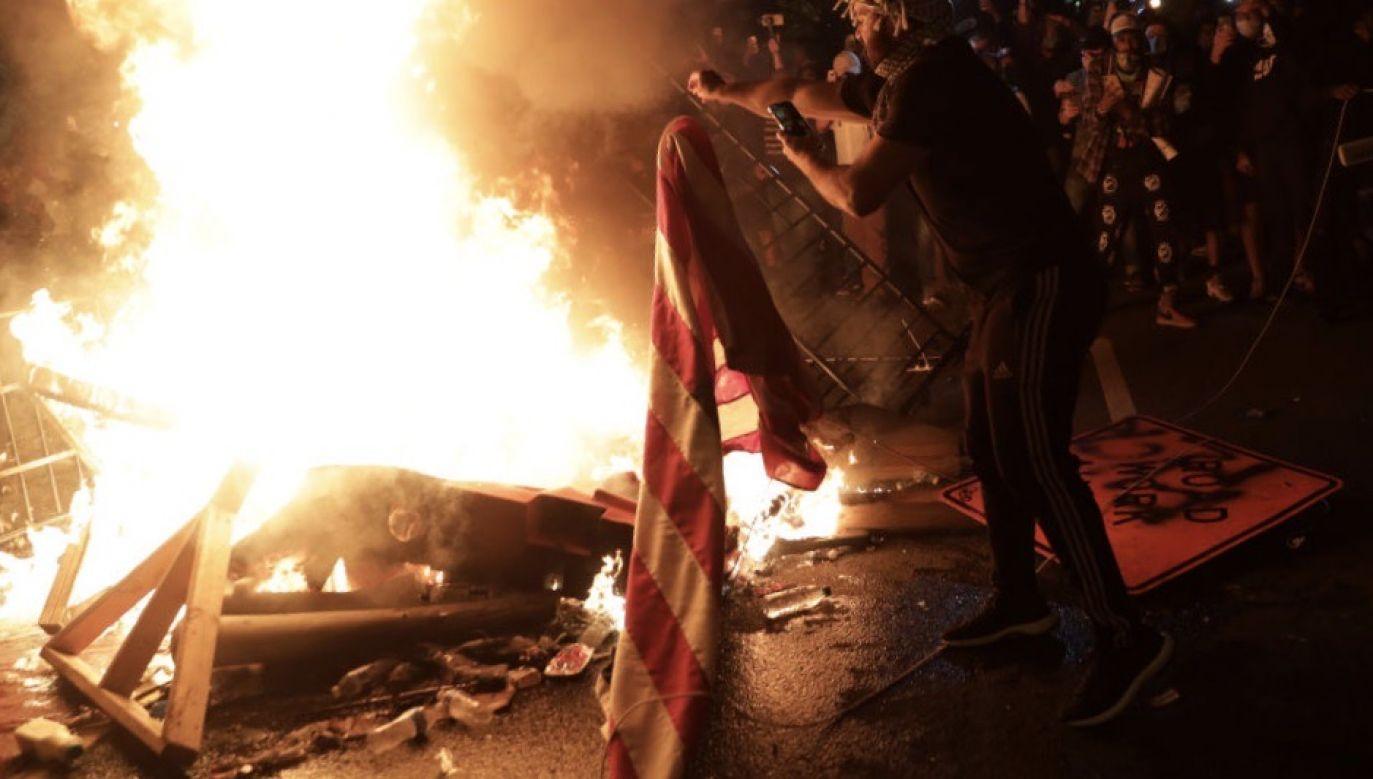 Zamieszki mają miejsce w kilkudziesięciu miastach (fot. Alex Wong/Getty Images)