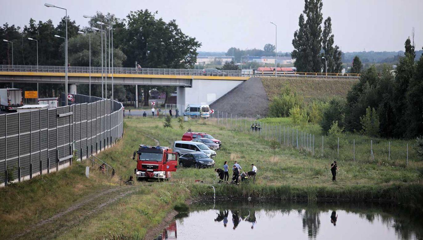 Ciało poszukiwanego Dawida ujawnili policjanci w rejonie węzła Pruszków (fot. PAP/Leszek Szymański)
