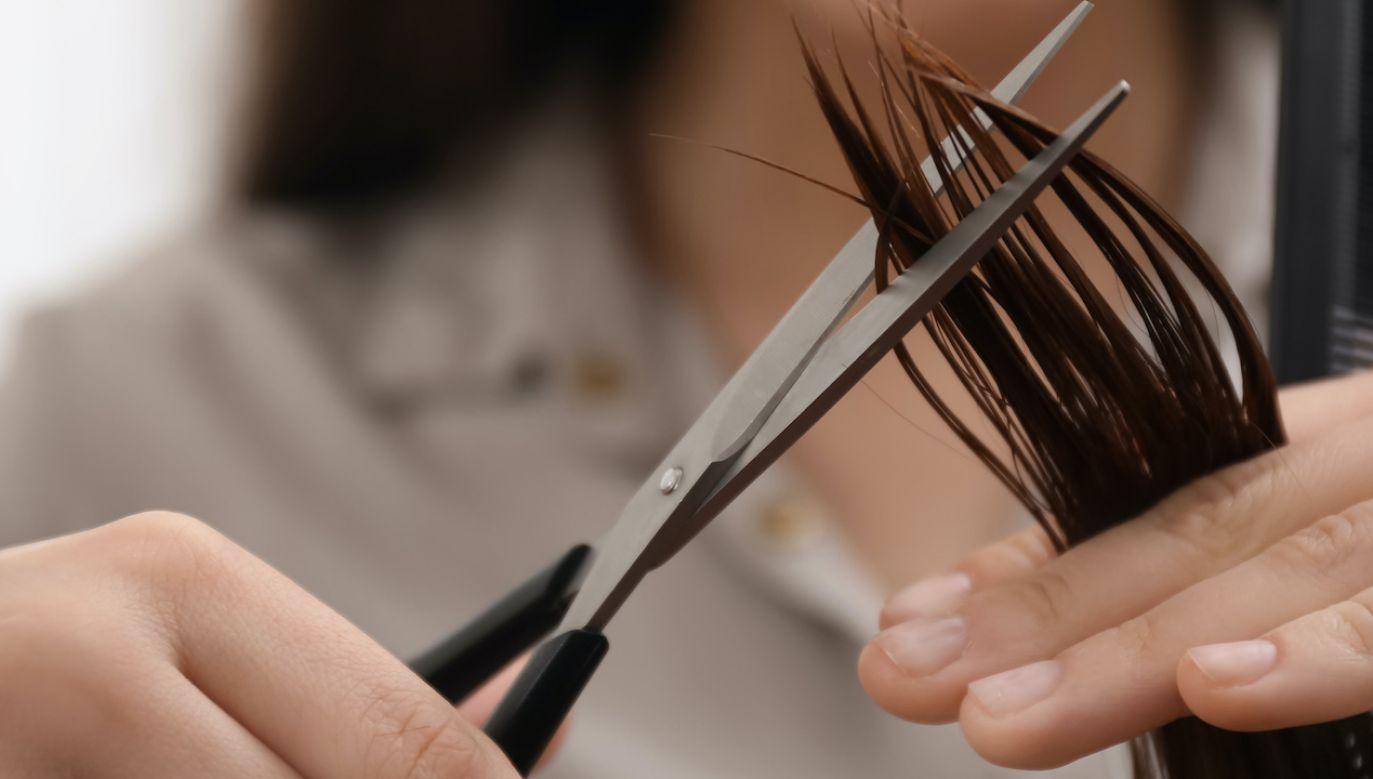 Nauczycielka obcięła włosy uczennicy (fot. Shutterstock/ New Africa)