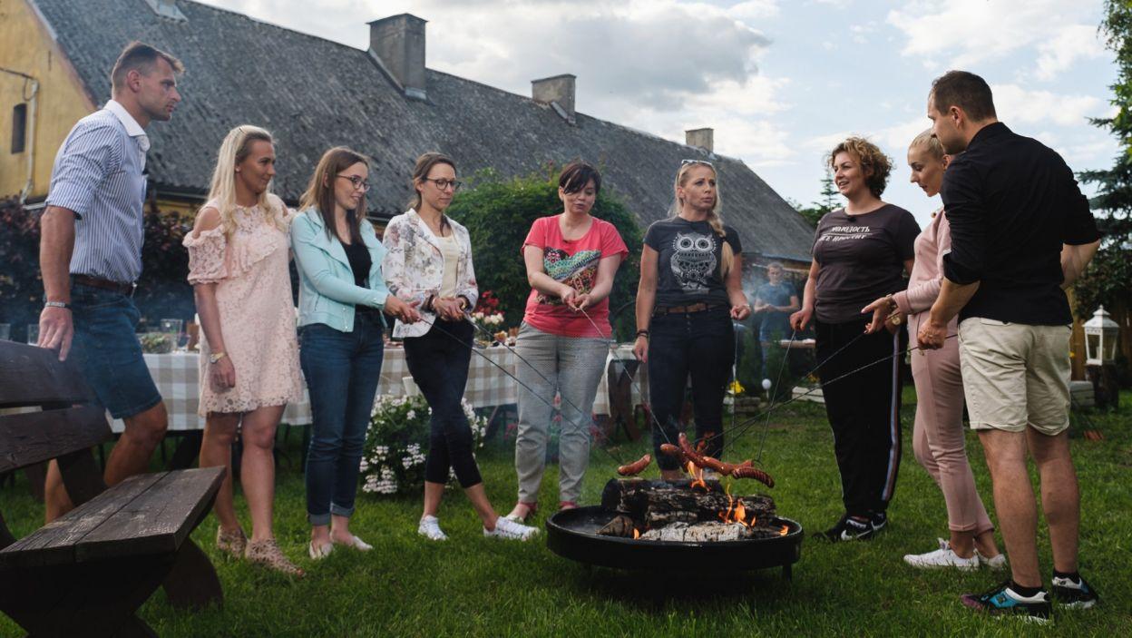 Magda zorganizowała grilla dla znajomych, na którym mieli oni okazję poznać jej kandydatów (fot. TVP)