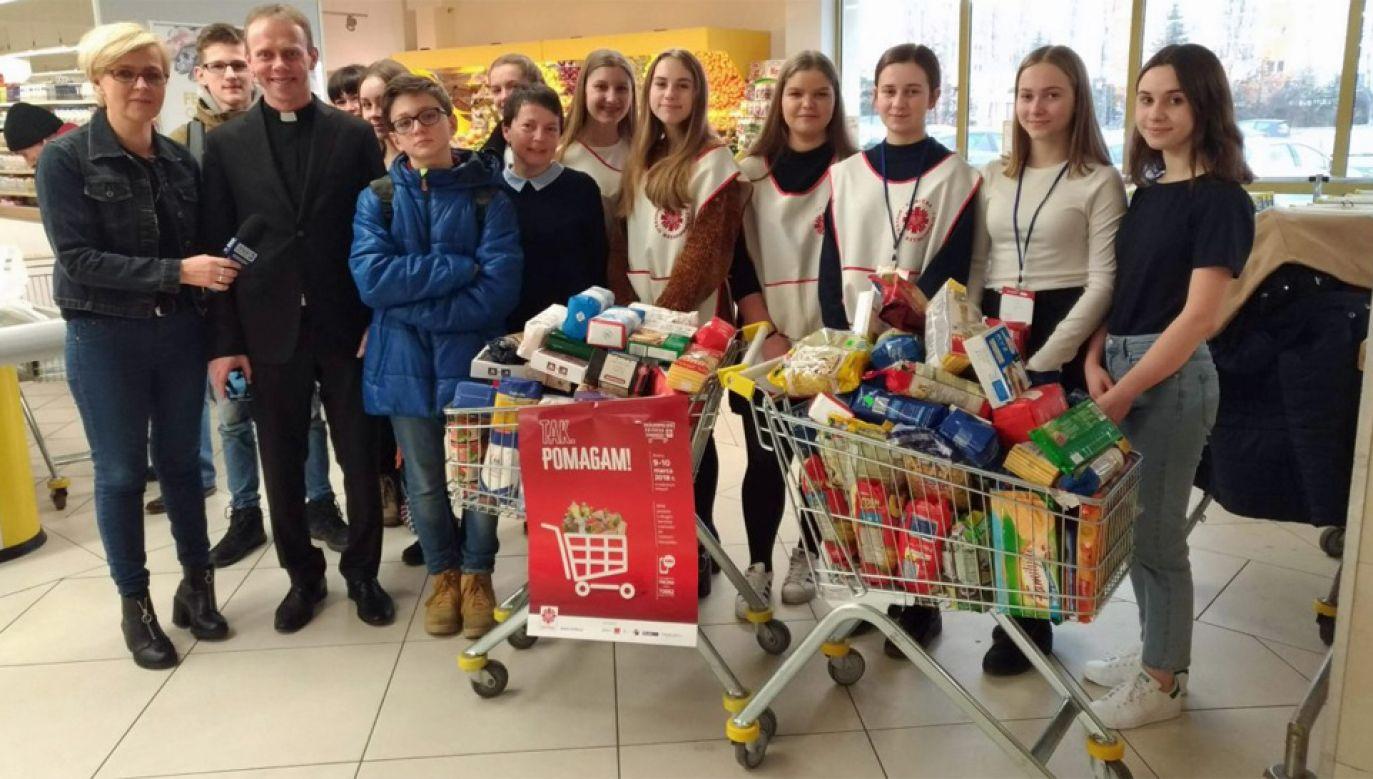 """Bożonarodzeniowa zbiórka """"Tak, pomagam!"""" przeprowadzona będzie w ponad 2 tys. sklepów w całej Polsce (fot. Caritas)"""