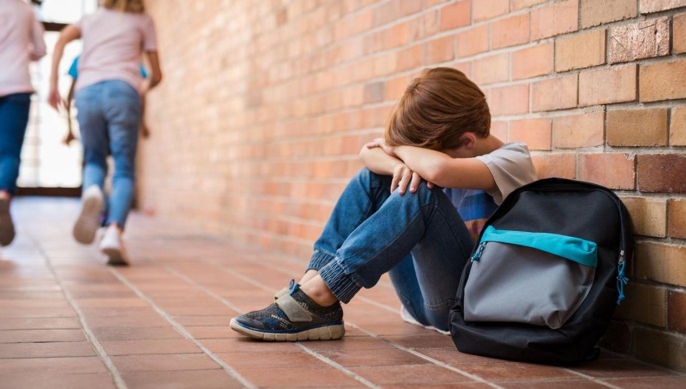Psychologowie podkreślają, że traumy z dzieciństwa i okresu dorastania rzutują na dorosłe życie (fot. Shutterstock/Rido)
