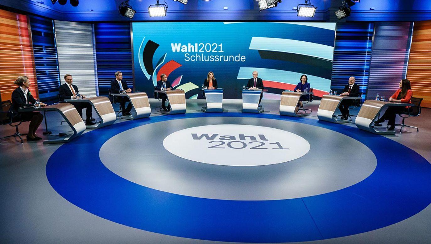 Liderzy niemieckich partii podczas telewizyjnej debaty przedwyborczej 23 września 2021 r. (fot. Clemens Bilan - Pool/Getty Images)