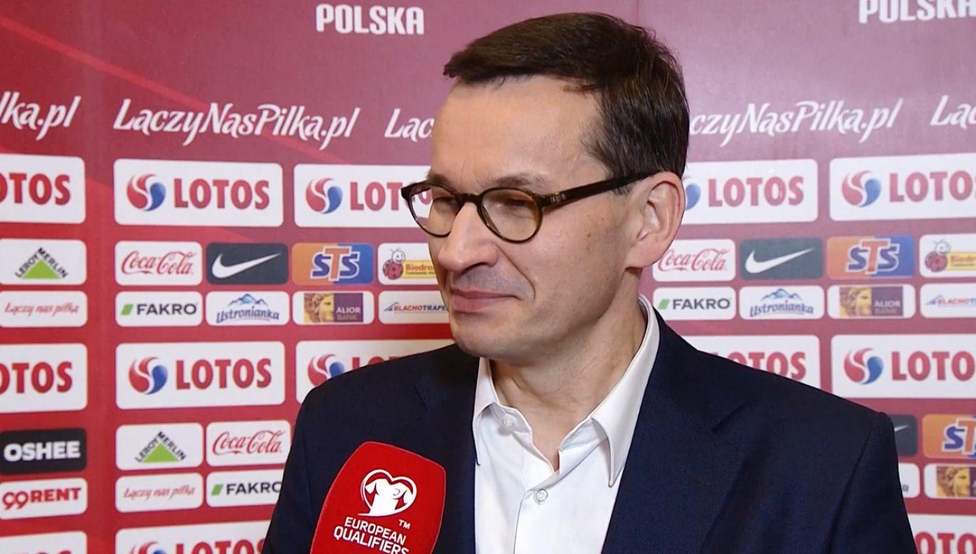 Mateuszowi Morawieckiemu podobał się mecz ze Słowenią. Piłkarze liczą na pomoc premiera w kwestii murawy (fot. TVP)
