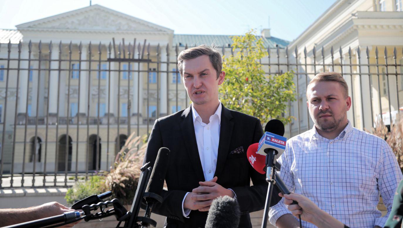 Sekretarz stanu w Ministerstwie Sprawiedliwości Sebastian Kaleta i warszawski radny PiS Jacek Ozdoba (fot. PAP/Wojciech Olkuśnik)