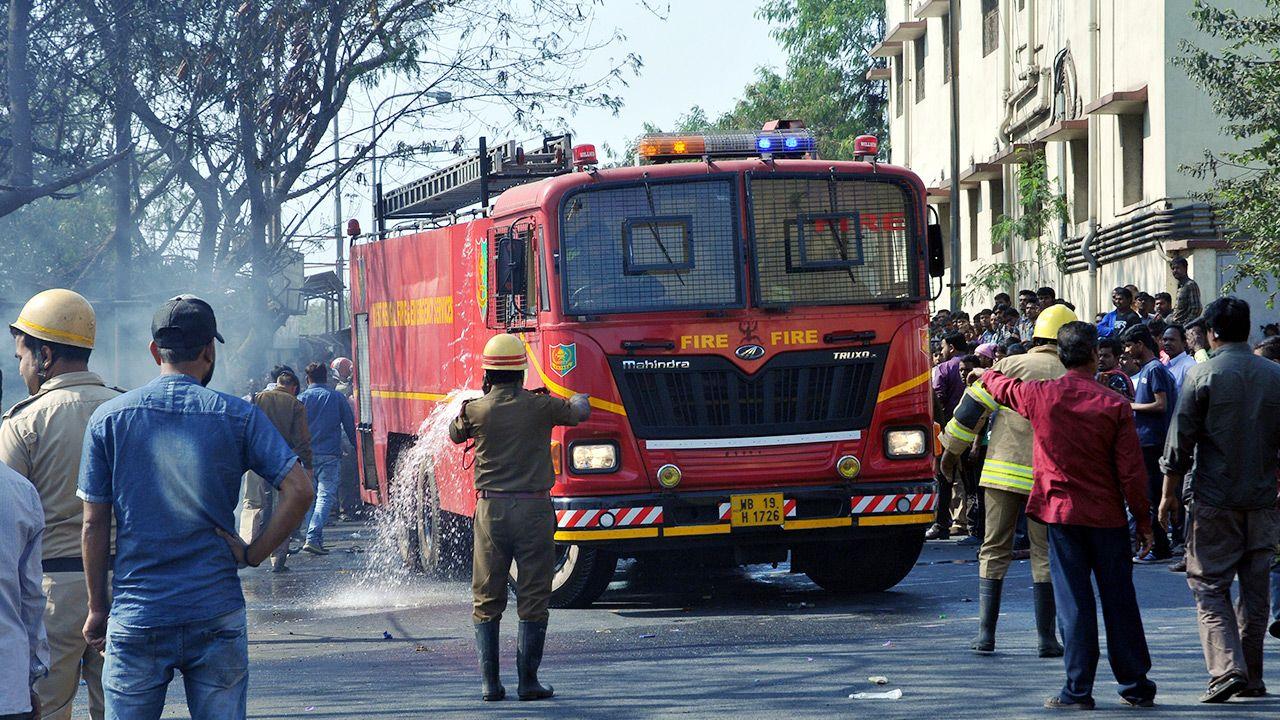 Potężny pożar szpitala w Indiach (fot. Debajyoti Chakraborty/NurPhoto via Getty Images)
