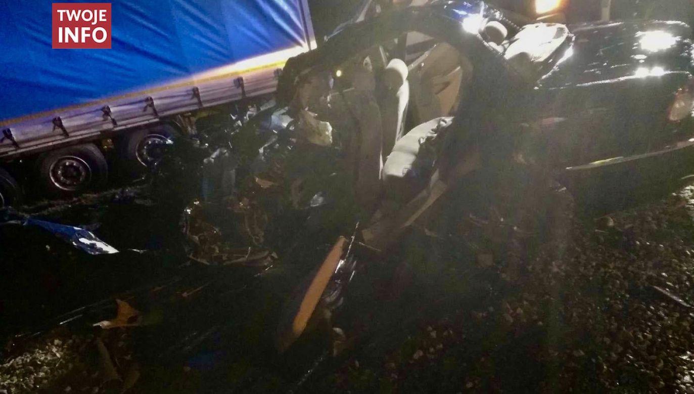 Kierowca samochodu osobowego nie przeżył wypadku na DK 79 w gminie Góra Kalwaria (fot. Twoje Info)