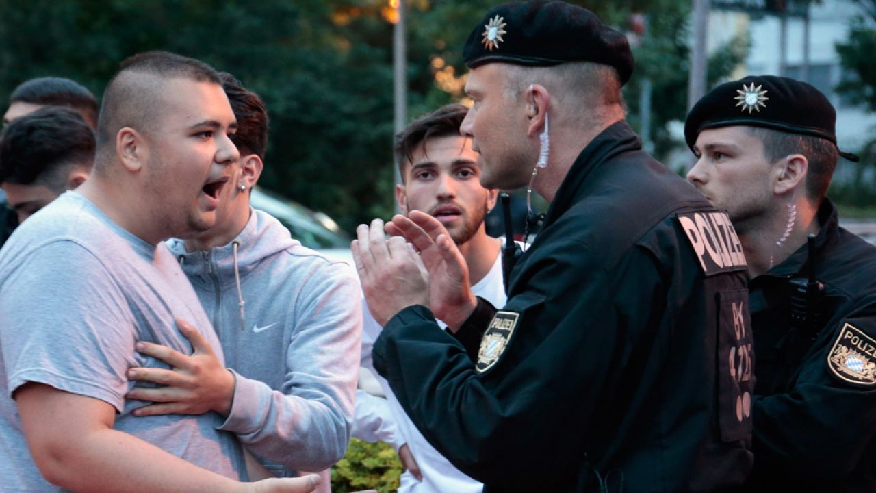 Do zajść między uchodźcami a skrajną prawicą dochodzi w Niemczech coraz częściej(fot. Johannes Simon/Getty Images)