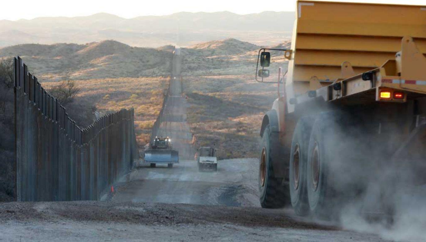 Budowa muru na granicy USA-Meksyk będzie kontynuowana (fot.  Micah Garen/Getty Images)