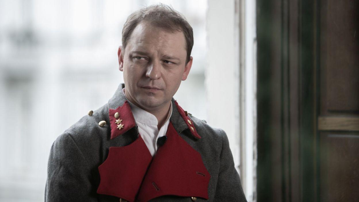 Nie mogło też zabraknąć adiutanta marszałka, legendarnego bonvivanta, generała Bolesława Wieniawy-Długoszowskiego. W tę postać wcielił się Bartosz Turzyński (fot. Krzysztof Słomka/TVP)