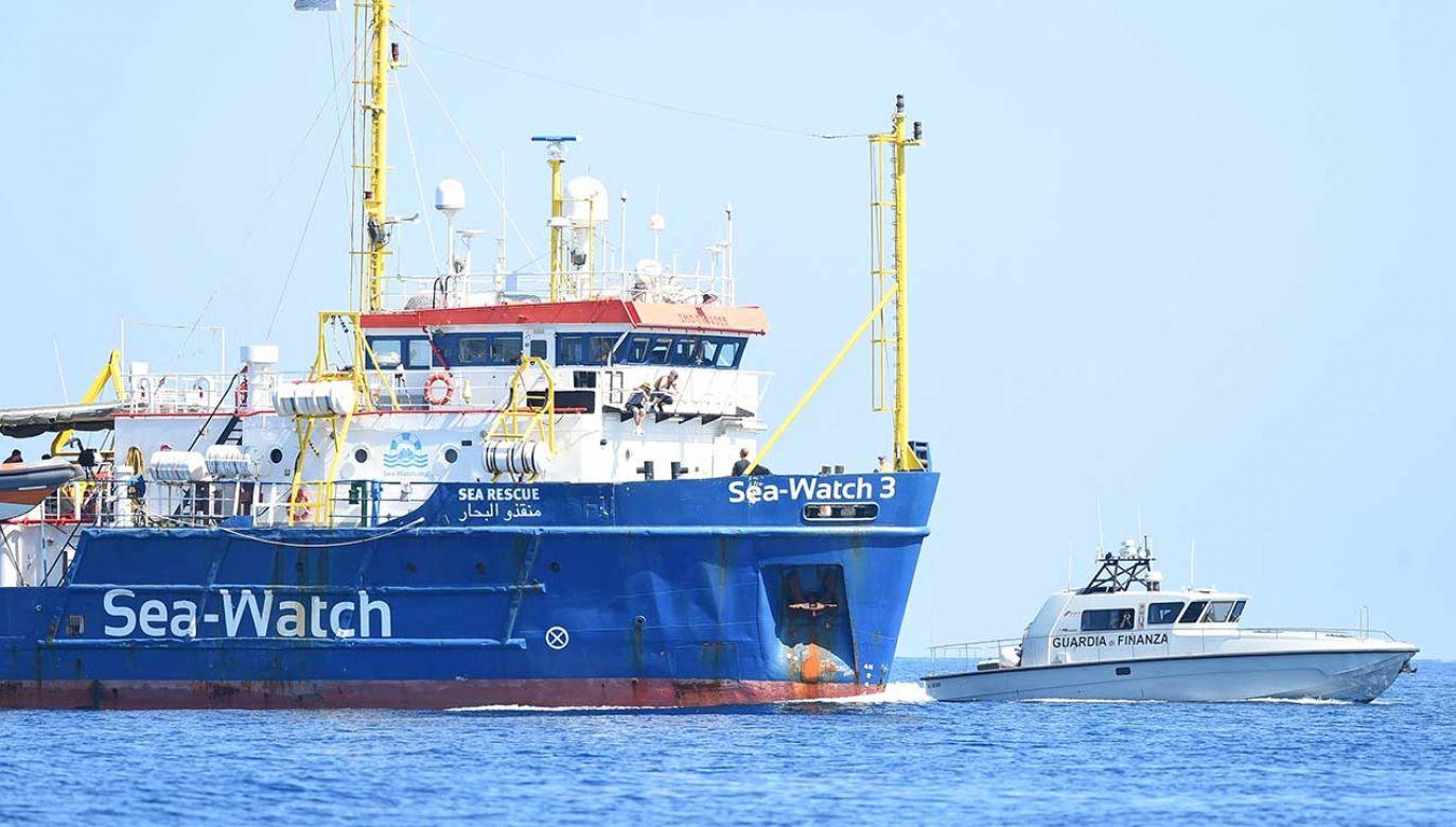 Statek niemieckiej organizacji pozarządowej Sea Watch 3 (fot. REUTERS/Guglielmo Mangiapane)