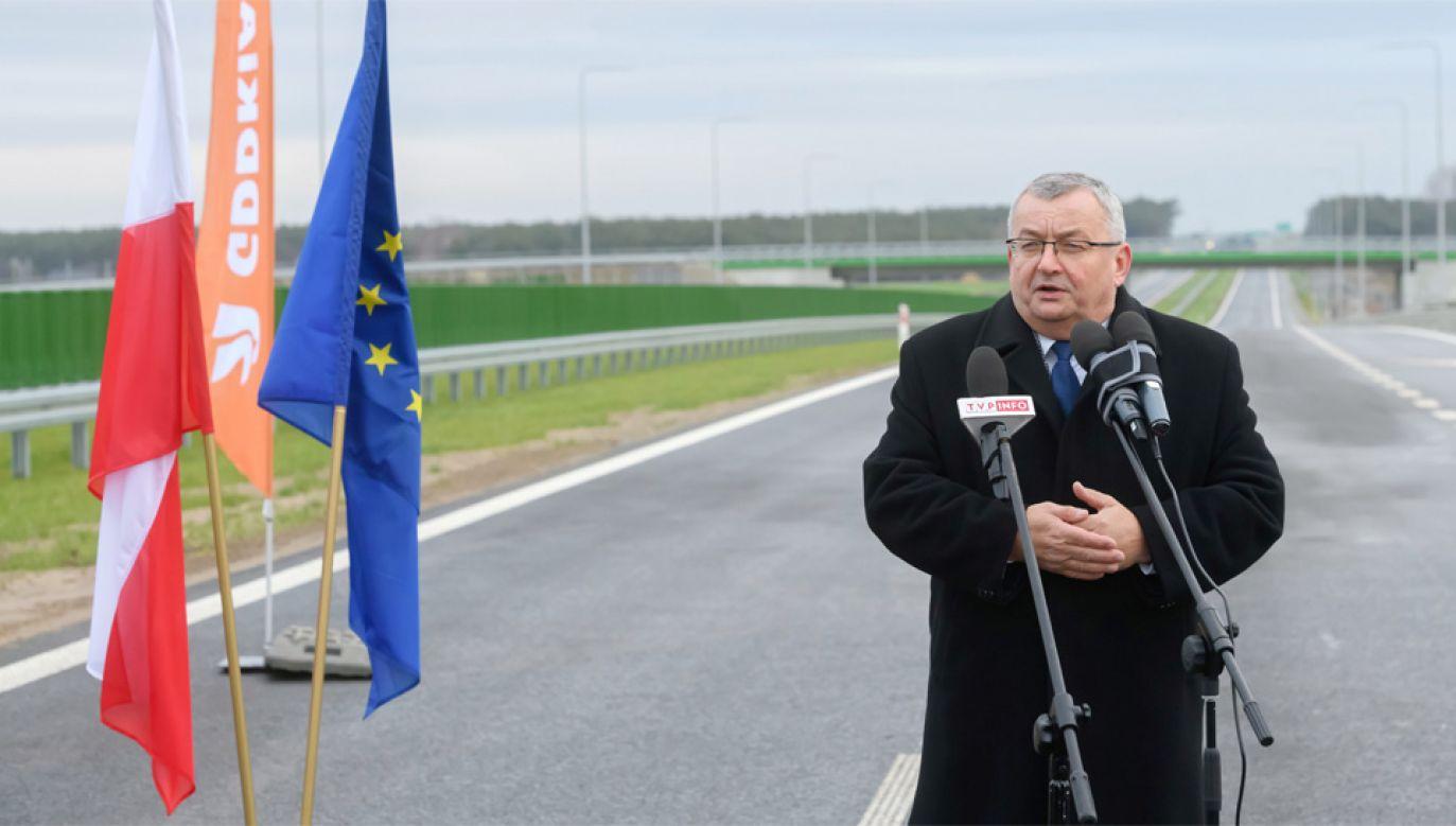 Minister infrastruktury Andrzej Adamczyk powiedział, że polskie drogi muszą być bezpieczne (fot. PAP/Jakub Kaczmarczyk)