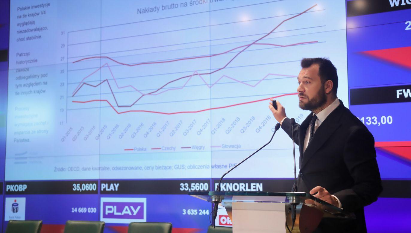 Dyrektor Polskiego Instytutu Ekonomicznego Piotr Arak (fot. PAP/Wojciech Olkuśnik)