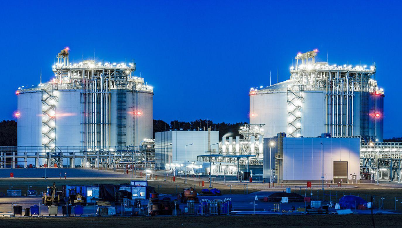 Większe możliwości regazyfikacyjne gazoportu. Regazyfikacja to  zamiana gazu ze stanu skroplonego na lotny (fot. Shutterstock/Mike Mareen)