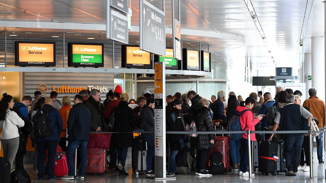 Według Luftahansy strajk dotknął ok. 180 tys. pasażerów (fot. PAP/EPA/LUKAS BARTH-TUTTAS)