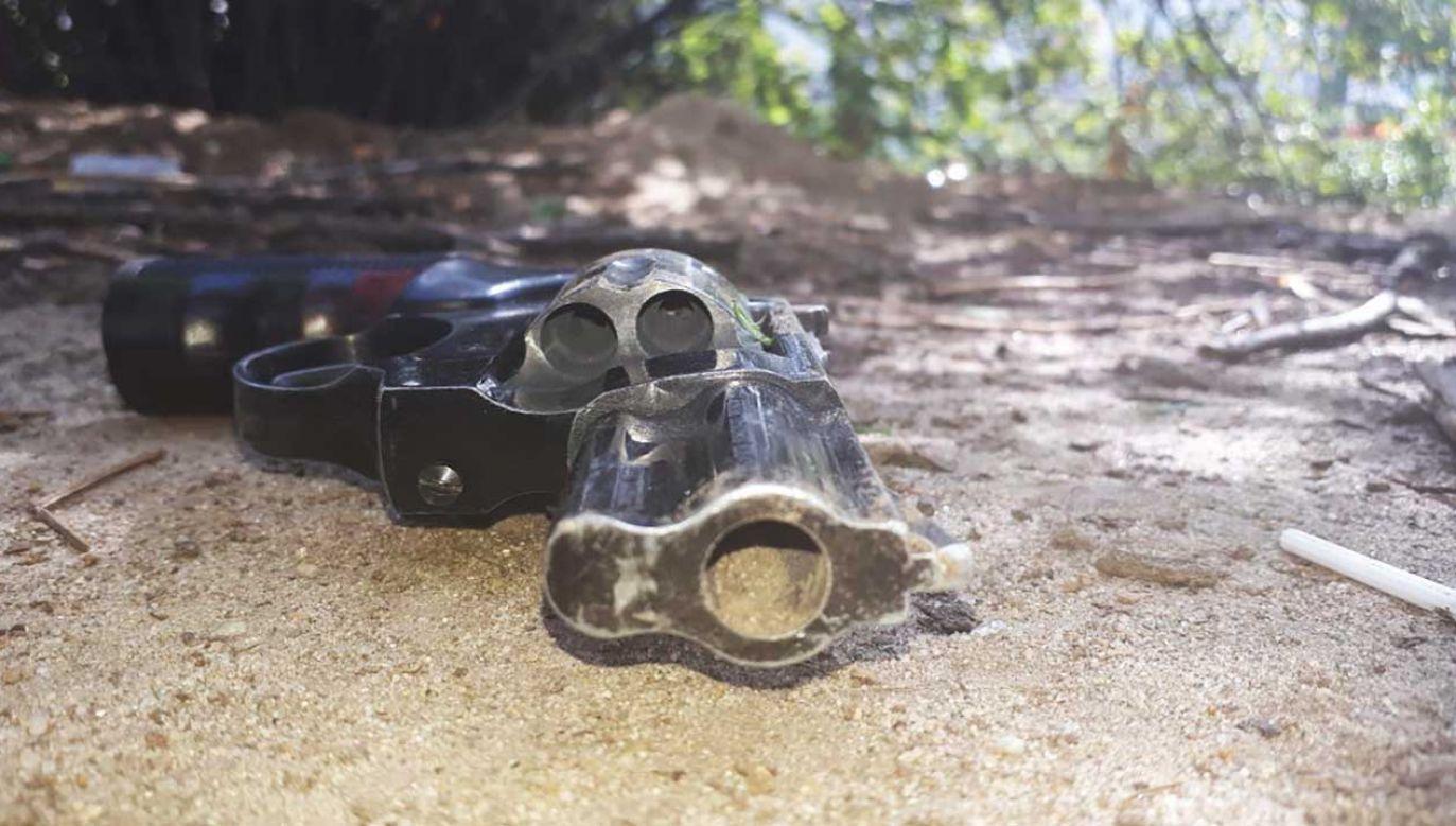 Broń hukowa, w myśl ustawy traktowana jest, jako broń palna (fot. srodmiescie.policja.waw.pl)