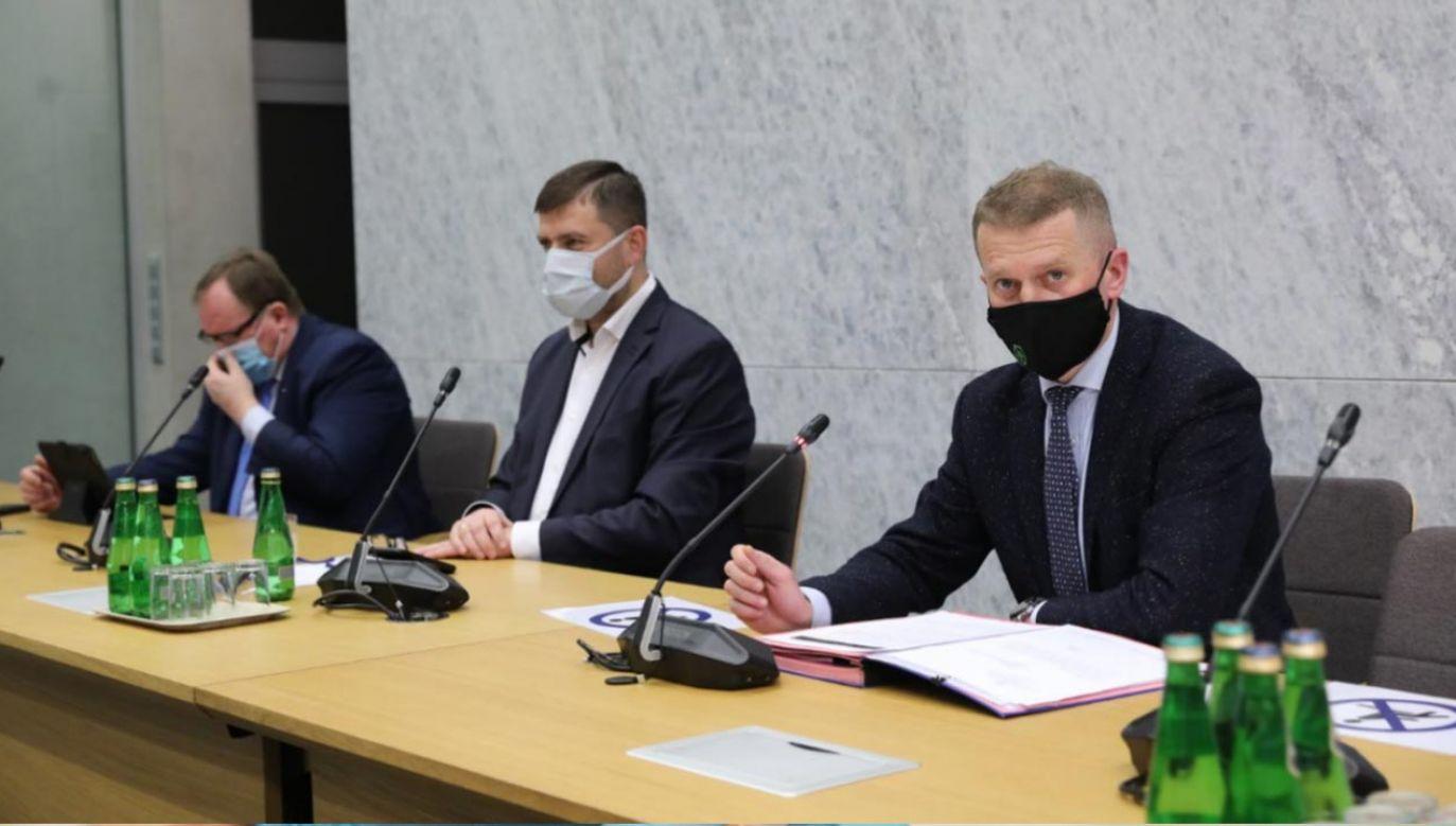 Doprecyzowanie definicji publiczności uczestniczącej w imprezie masowej - to jedna z propozycji zmian w ustawie (fot. Twitter/Sejm RP)