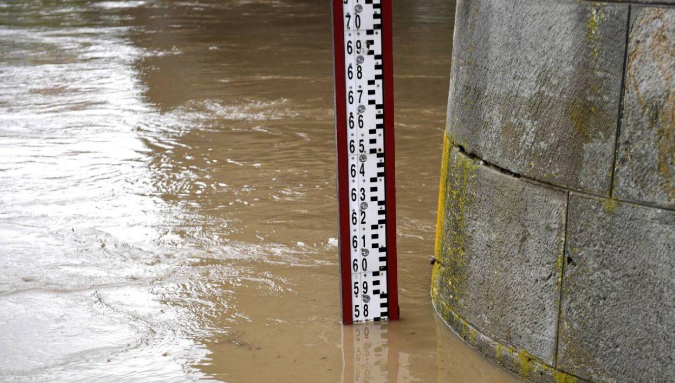 Na Odrze i Wiśle stan wód przekroczył stan alarmowy (fot.  PAP/Darek Delmanowicz)
