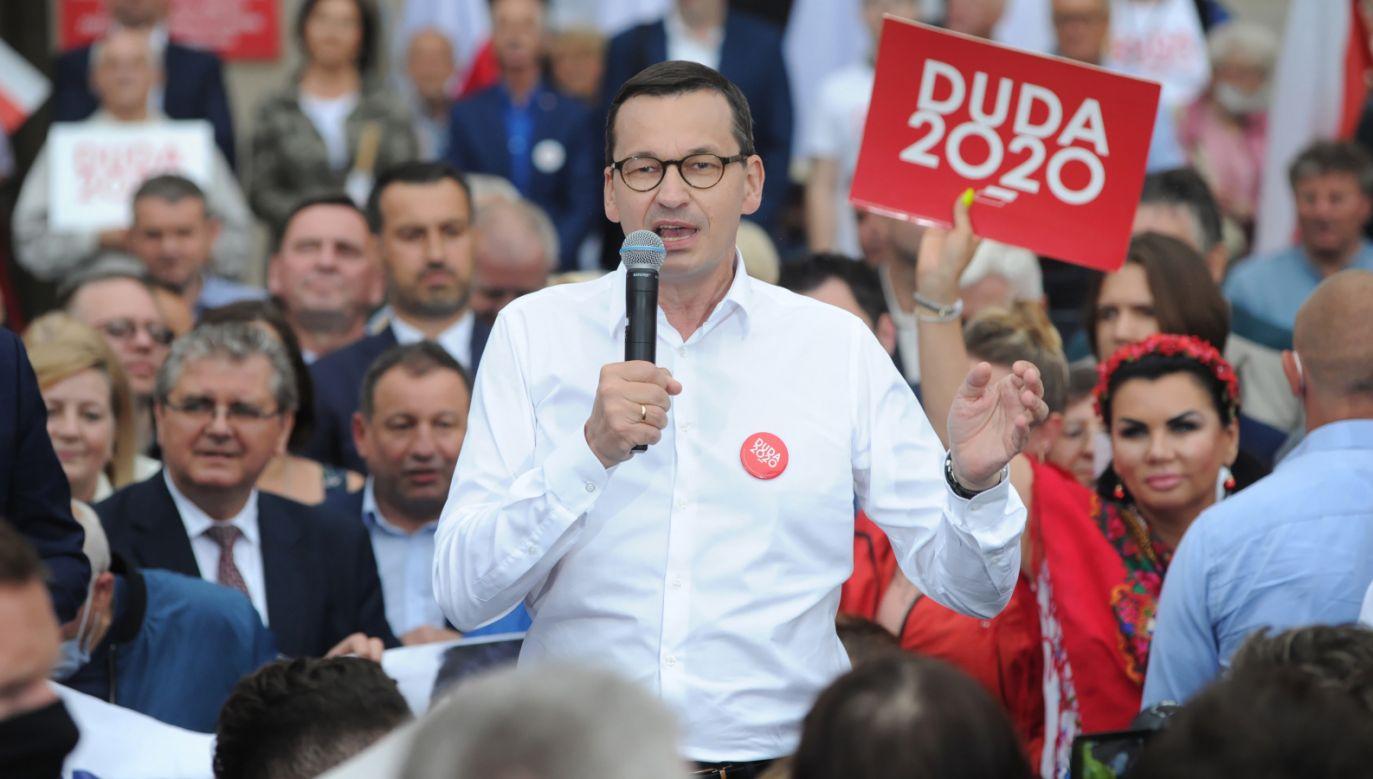 Mateusz Morawiecki porównał kandydata KO do pogańskiego bożka Świętowita o czterech twarzach (fot. PAP/Piotr Kowala)
