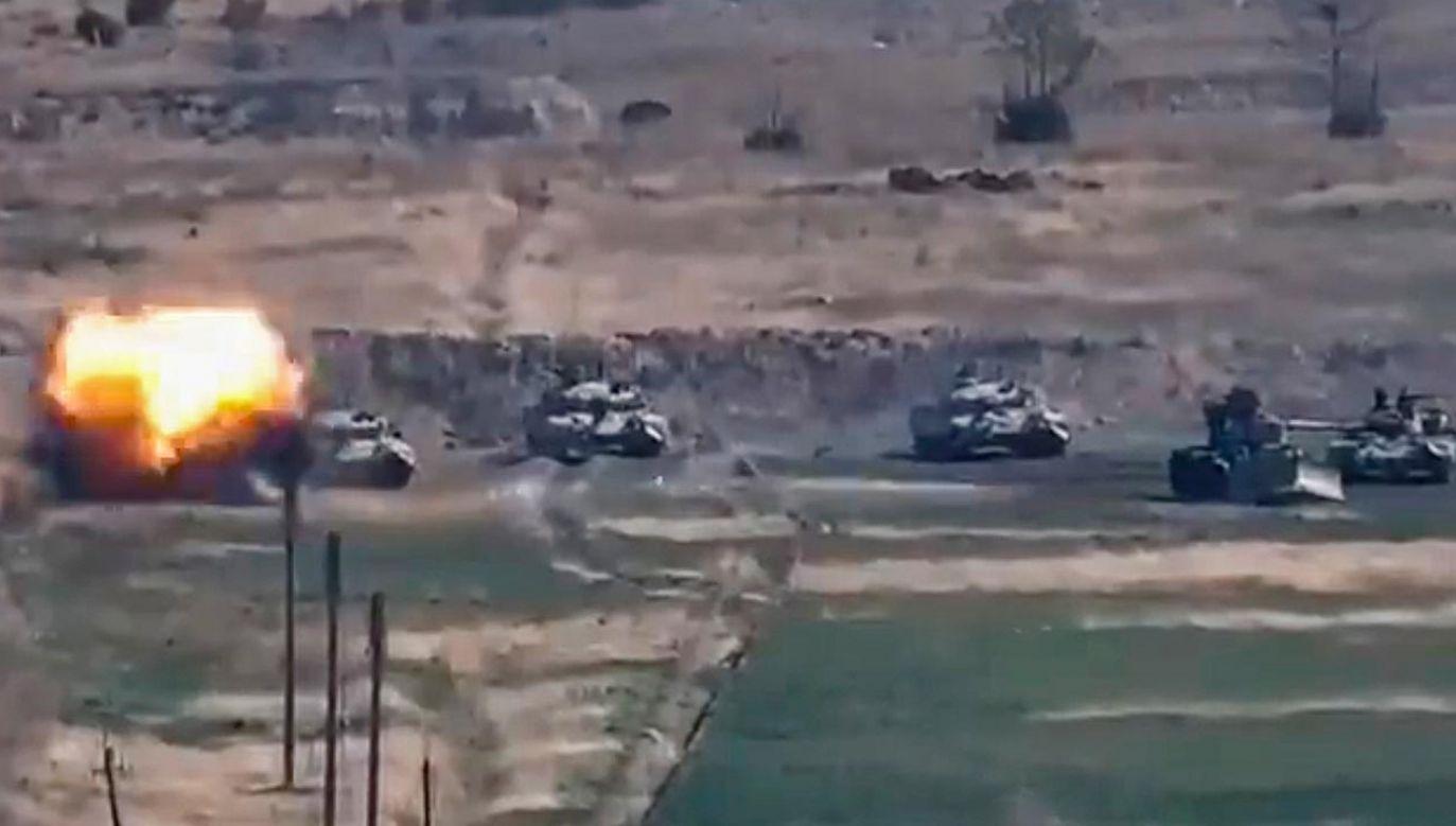 Obie strony konfliktu poinformowały, że rozmieszczają ciężką artylerię (fot. PAP/EPA/ARMENIA DEFENCE MINISTRY PRESS)
