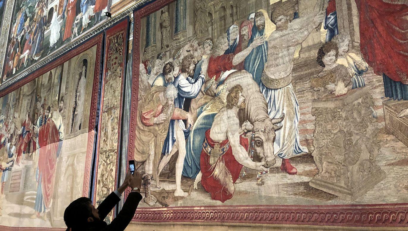 Po raz pierwszy można oglądać wszystkie gobeliny z watykańskiej kolekcji (fot. Vera Shcherbakova\TASS via Getty Images)