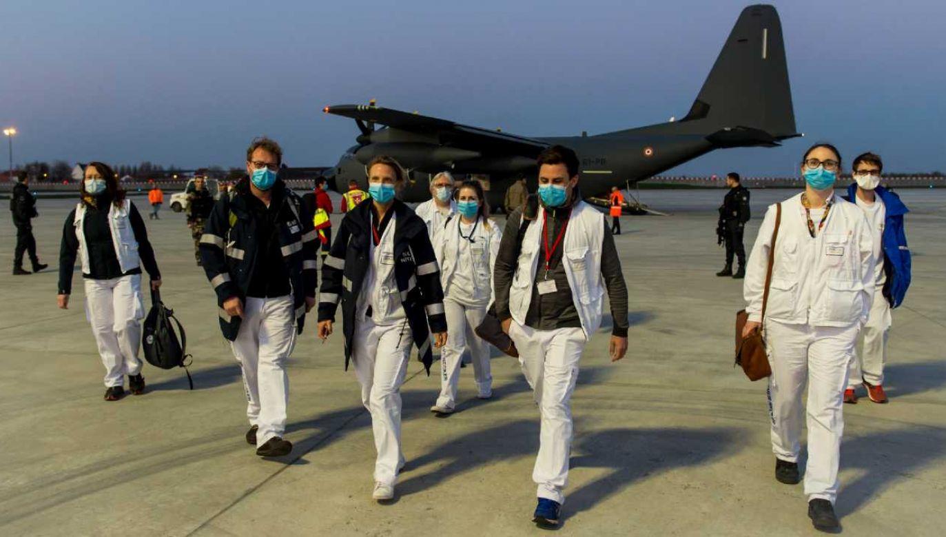 Francja zmaga się z epidemią koronawirusa (fot. PAP/EPA/FRENCH DEFENCE MINISTRY)