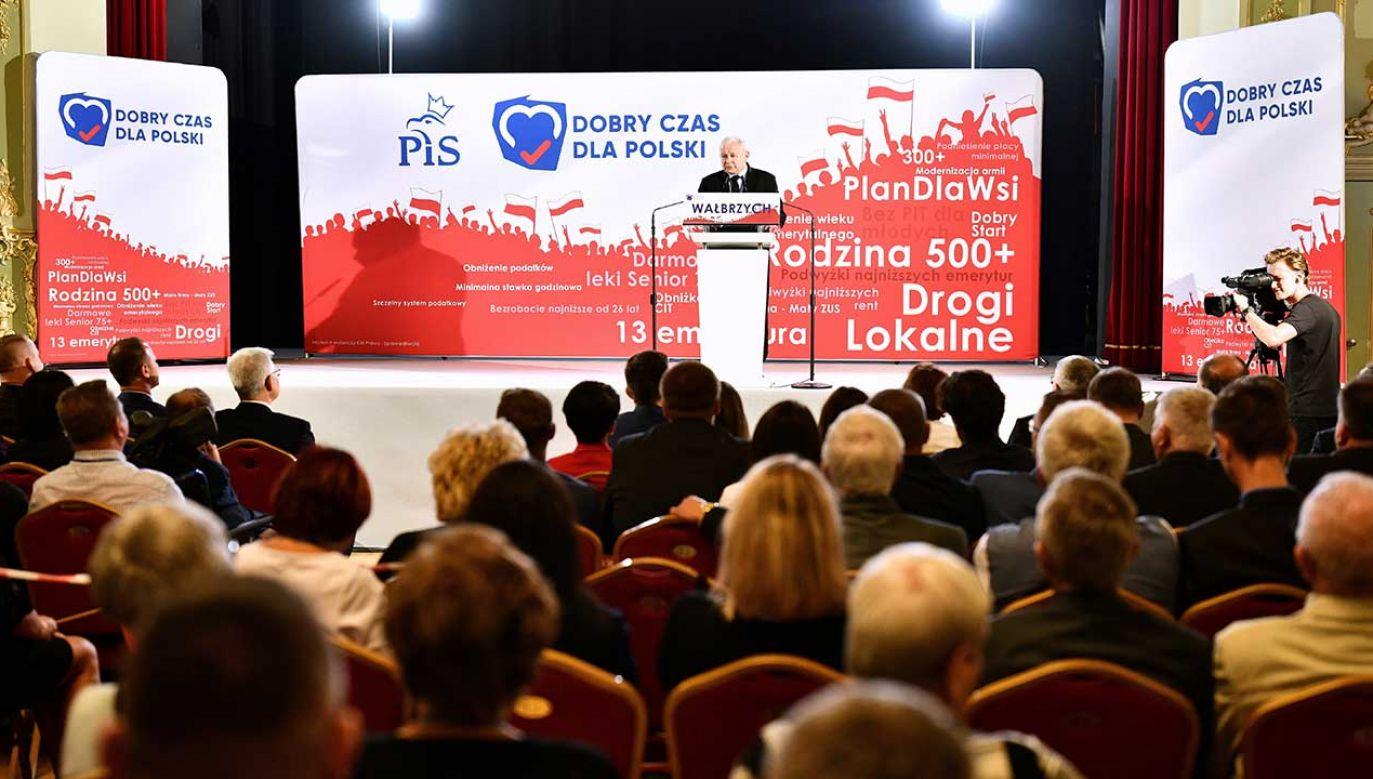 """""""Mówili o 500 Plus – zrobili; mówili o obniżeniu wieku emerytalnego i obniżyli"""" (fot. PAP/Jan Karwowski)"""