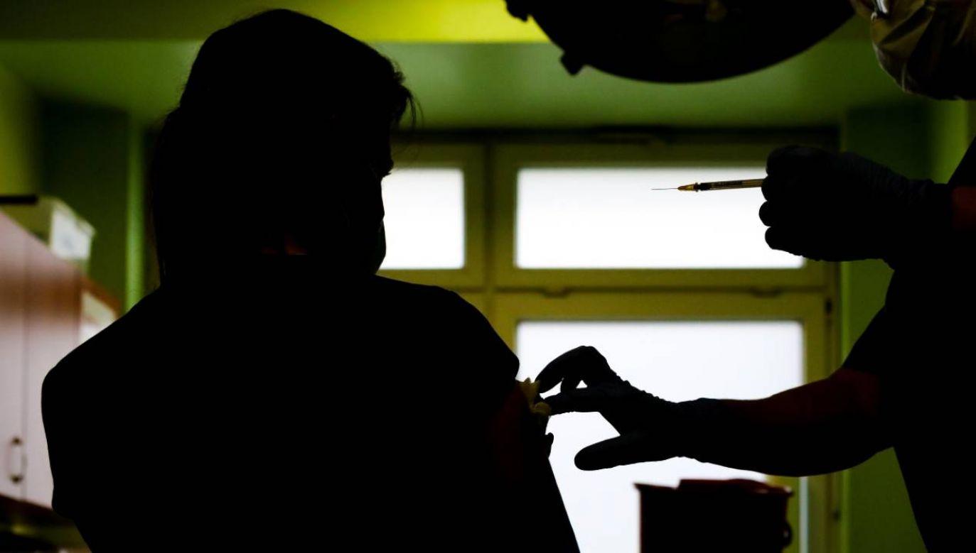 Szczepienia są najskuteczniejszą bronią w walce z pandemią (fot. PAP/Marek Zakrzewski)