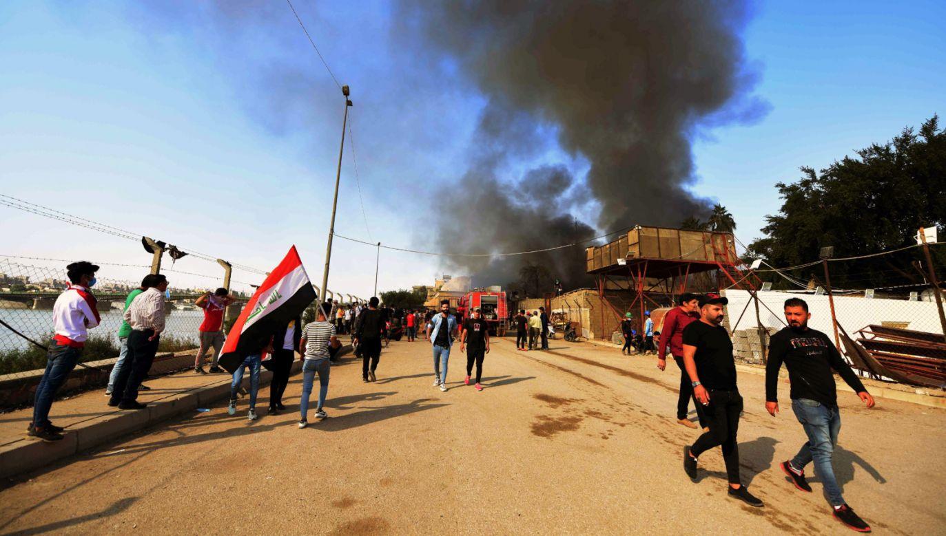 Antyrządowe niepokoje społeczne w Iraku rozpoczęły się w Bagdadzie, szybko rozprzestrzeniając się na miasta na południu kraju (fot. PAP/EPA/Mutraja Lateef)