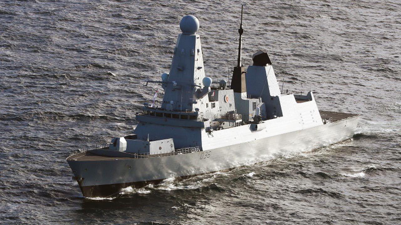 Rosjanie wystrzelili pociski w kierunku brytyjskigo okrętu (fot. PAP/EPA/LPhot Ben Shread / BRITISH ROYAL)