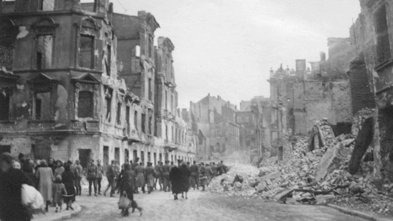 W latach 1939-1945 w Warszawie zniszczono ok. 75 proc. budynków (fot. arch.PAP/Alamy)