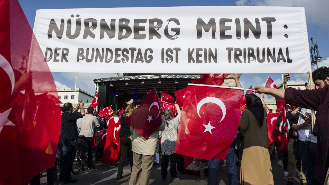 Rezolucja uznaje współodpowiedzialność ówczesnych kajzerowskich Niemiec za tragedię tureckich Ormian (fot.PAP/EPA/PAUL ZINKEN)