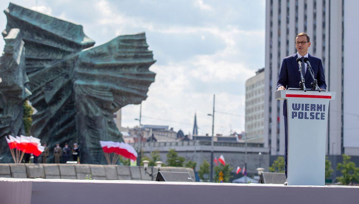 """""""Te wydarzenia łączy ogromne pragnienie wolności i godności ludzkiej, za które przyszło zapłacić najwyższą cenę"""" – napisał na Twitterze premier Morawiecki. (fot. PAP/Andrzej Grygiel)"""