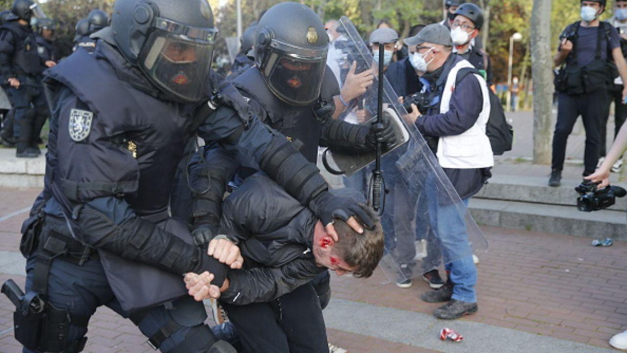 Agresywne zachowanie skrajnej lewicy w Madrycie (fot. Getty Images)