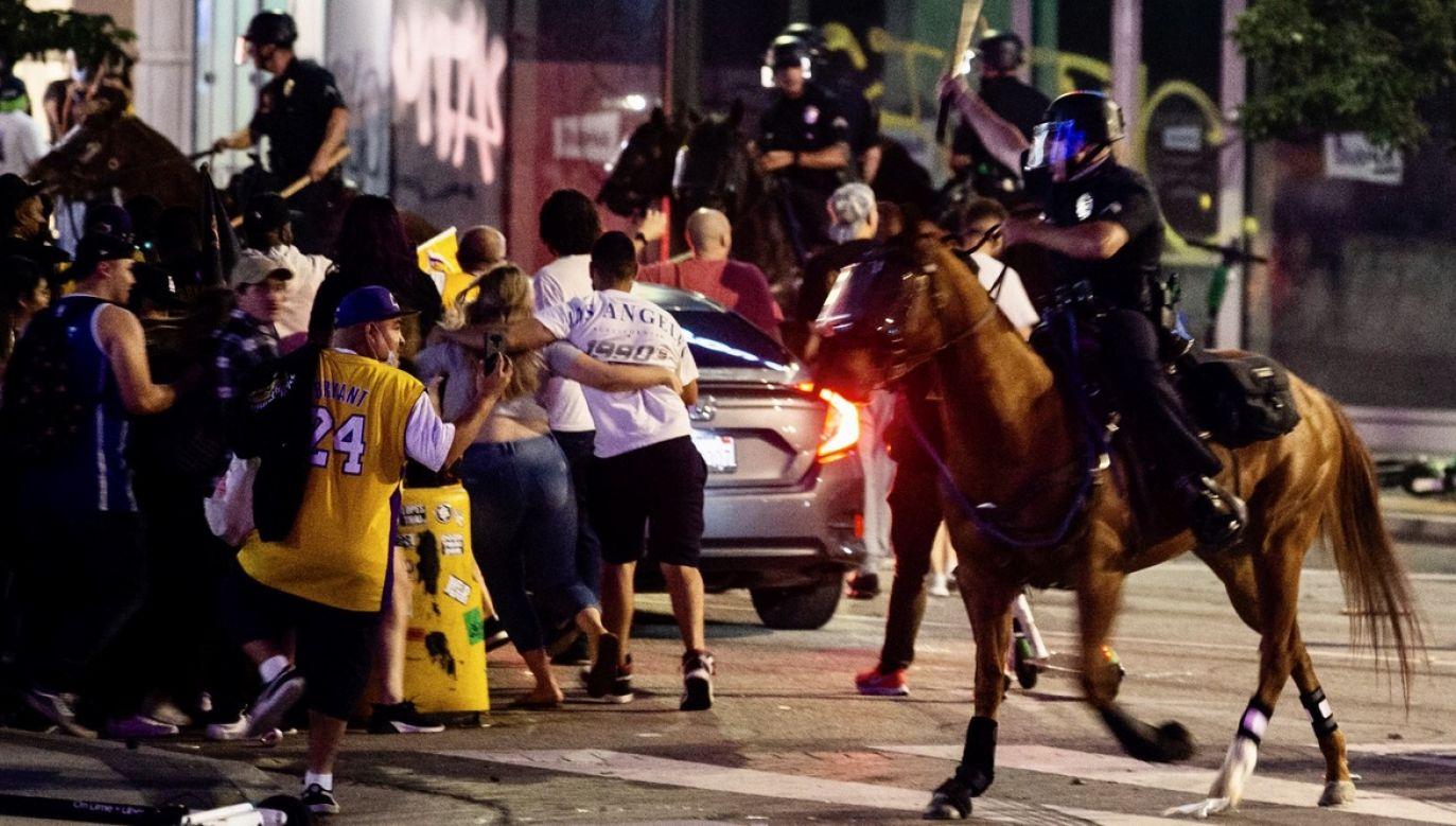 Do zatrzymań doszło w centrum miasta, gdzie fani Lakers celebrowali sukces swoich ulubieńców (fot. PAP/EPA/ETIENNE LAURENT)